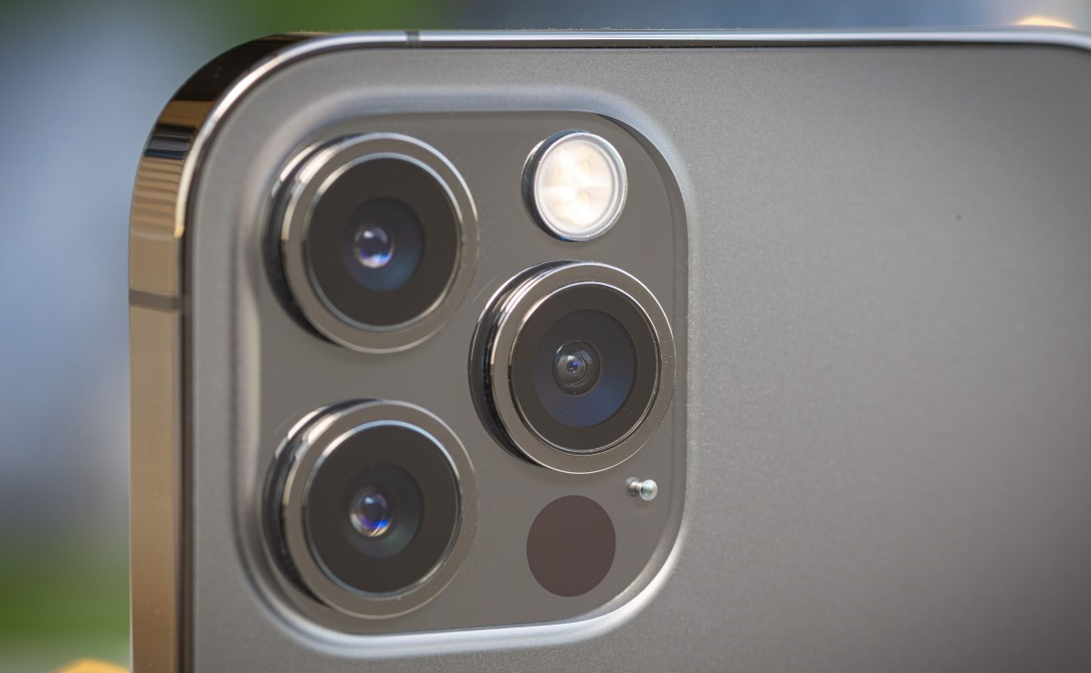 Showing the lenses of the iPhone 12 Pro Max